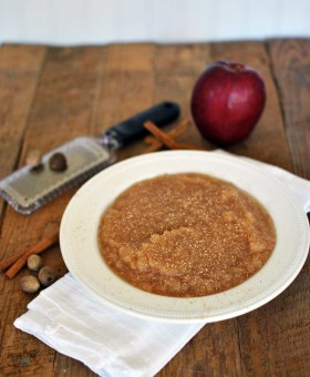 Best Homemade Slow Cooker Applesauce is an easy and simple recipe combining flavors like fresh apples, cinnamon, nutmeg & Madagascar vanilla extract. Becky's Best Bites