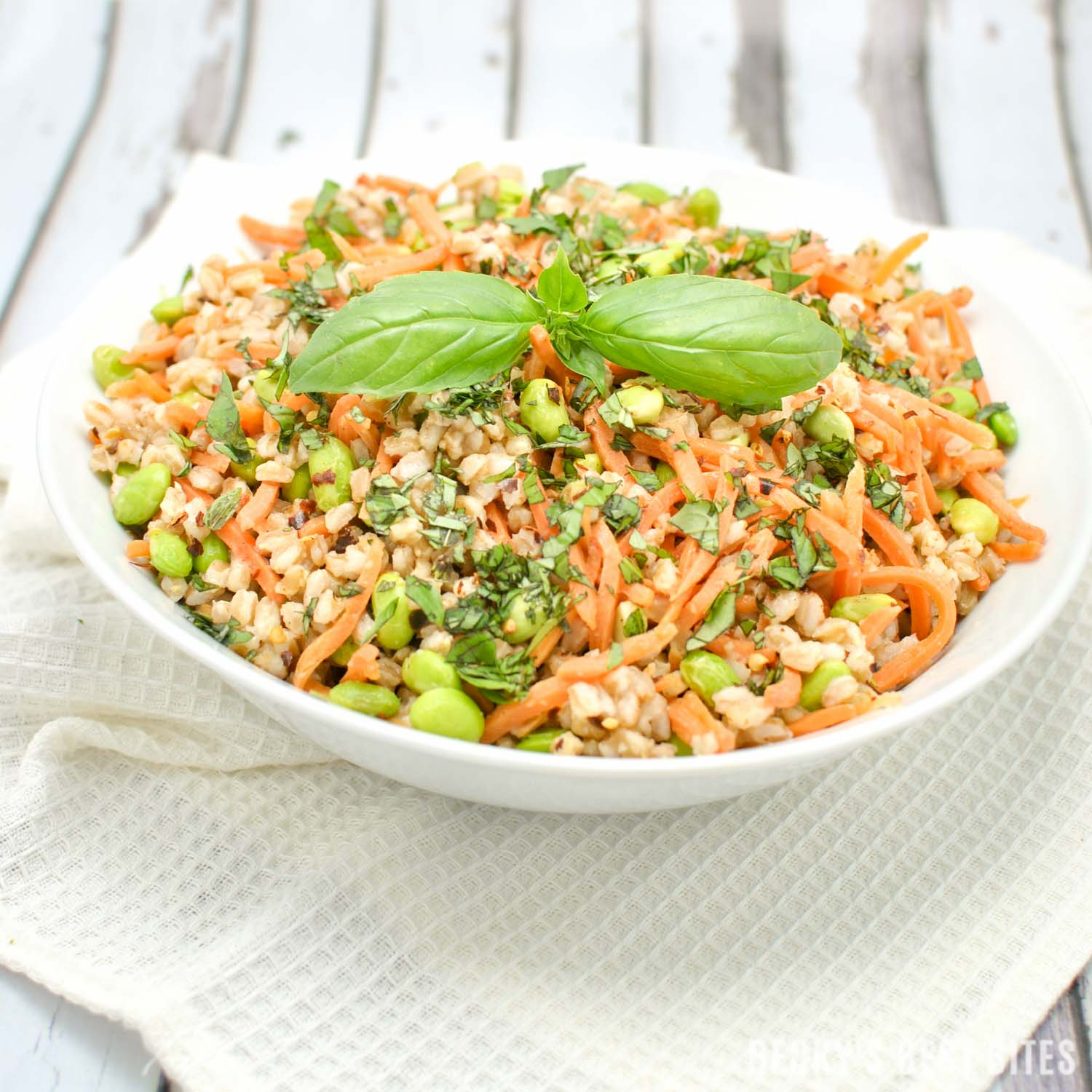 Spicy Farro Salad with Edamame and Carrots is vegan, high protein, high fiber vegetarian main meal or non-vegetarian side dish perfect for Spring/Summer   beckysbestbites.com