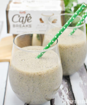 Green Berry Mocha Pudding Smoothie is an easy and healthy on the go breakfast recipe! It's made with Café Breaks pudding cups and helps you to help reclaim 5 minutes of quiet time during your crazy days! #LoveCafeBreaks #ad @cafe_breaks | beckysbestbites.com