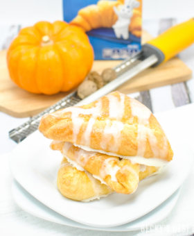 #ad Creamy Baked Pumpkin Pie Empanadas is healthier and easy dessert recipe perfect for Holiday entertaining made with a trusted brand, Pillsbury Crescent Rolls. They are mini kid-approved treats with all the flavors of the fall season and pumpkin pie while saving time to spend with family. #ItsBakingSeason | beckysbestbites.com