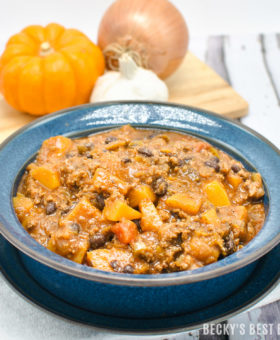 Hub's Butternut Squash, Black Bean and Beef Chili is a healthy and comforting fall soup recipe. It makes for a dinner packed with fiber, nutrients & spices to warm you from inside out on any chilly evening! | beckysbestbites.com