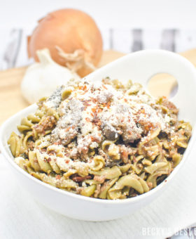 Kale, Mushroom and Beef Ragu with Super Greens Rotini is easy, weeknight pasta dinner recipe whole family will love!! They will not even notice the added vegetables, but you can feel good about all the nutrition that packed into this dish!| beckysbestbites.com