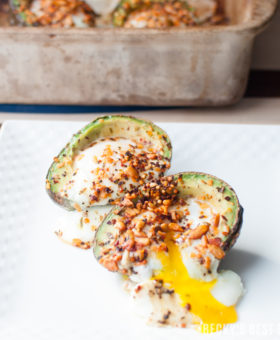 Southwest Chipotle Baked Avocado Eggs is a quick and easy breakfast recipe for the whole family. Perfect for a healthy weekday breakfast and worthy enough for weekend brunches too! #goodmorningbreakfast#ad @mccormickspices | beckysbestbites.com